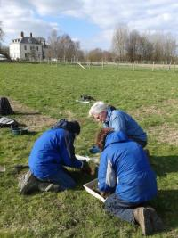 Earthworm sampling in the grounds of Preston Montford. Photo: C.Bell